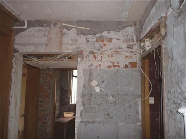 解决方案:解决老房排水不畅,首先应该做好下水管道的疏通工作.